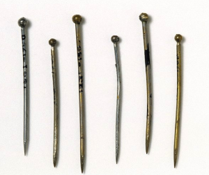 Silivered brass pins, 1620-1800 (London: V&A Museum, given by R. J. Andrews, #123D-1900)