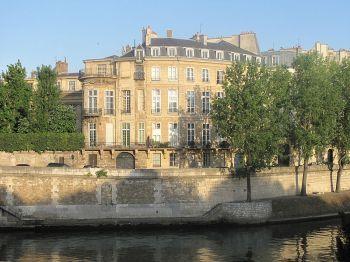 800px-Hôtel_Lambert
