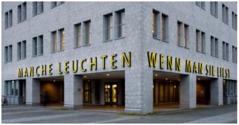 University Library Kiel. Text was designed by Elsbeth Arlt (Flensburg) in 2002, from André Gide, Les nourritures terrestres et Les nouvelles nourritures (1897), translated into German by Hans Prinzhorn (1930). Photo: Katrin Ulrich, Kunsthistorisches Institut, Kiel.
