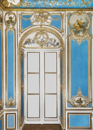 Interior architecture from the assembly room of l'hôtel Dangé. Paris, ca. 1750, with modern additions. Height to the cornice, 15' Paris, Musée du Louvre/ Olivier Ouadah).