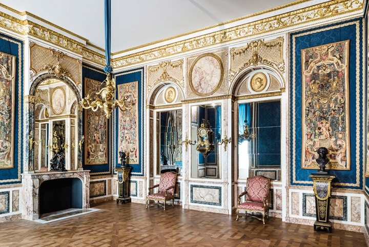 The louvre reopens eighteenth century decorative arts Art gallery interior design