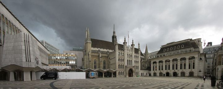 Guildhall_+_Roman_amphitheatre_on_the_Guildhall_Yard_-_Left_Side_Panorama_01