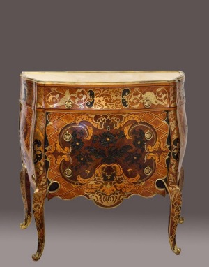 Mattia Gasparini (design), José Canops (execution): (one of two) Chest of drawers (with secret compartments), HWD 94.5 x 95.3 x 45.3 cm, 1760/65, different exotic marquetry woods (partly sculpted) and engraved brass marquetry on mahogany, gilt bronze mounts and marble top (Palacio Real Madrid).