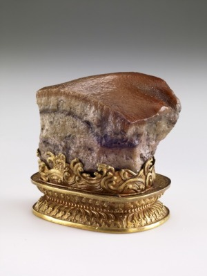 Meat-shaped stone; Qing dynasty (1644–1911). Jasper, golden stand (Taipei: National Palace Museum)