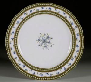'Pearls and Cornflower' (perles et barbeaux) Plate, Manufacture Royale de Sèvres (RMN- Grand Palais / Château de Versailles).