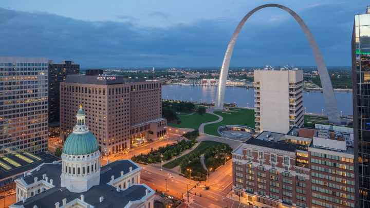 Hyatt-Regency-St-Louis-at-The-Arch-P295-Arch-Park-Exterior.16x9